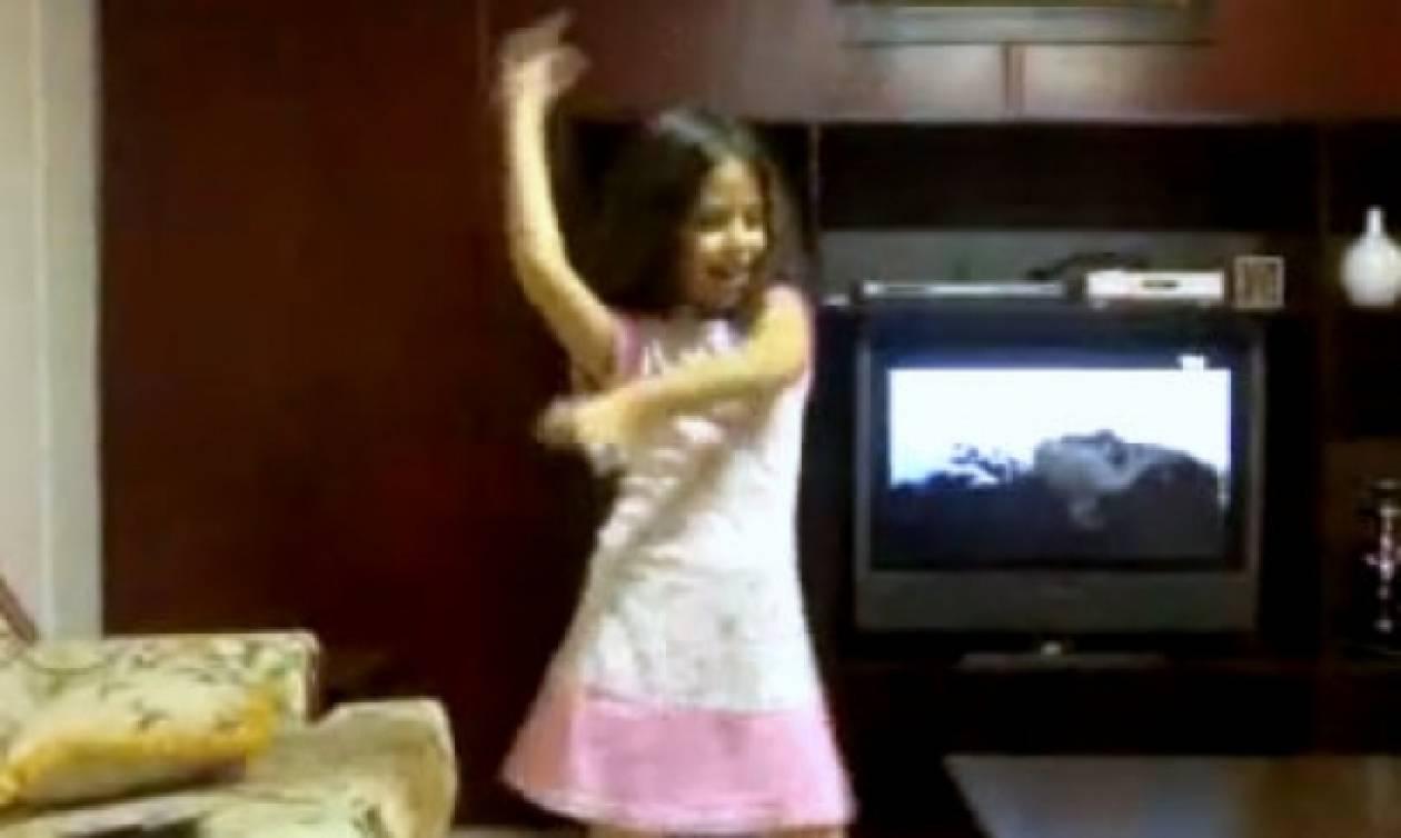 Είναι οκτώ χρονών και χορεύει καλύτερα από επαγγελματία!