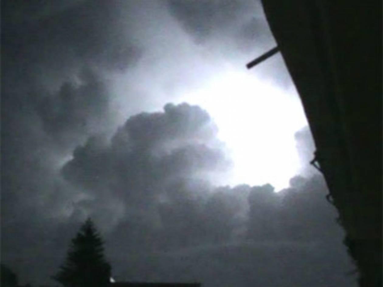 Πρέβεζα: Κεραυνός χτύπησε σπίτι - Ήταν μέσα τρία άτομα