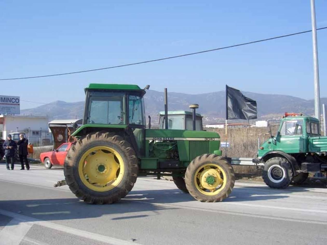 Δεκάδες τρακτέρ αγροτών στην Εγνατία