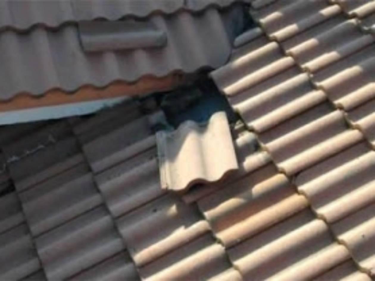 Βίντεο: Δεν θα πιστεύετε τι κρυβόταν κάτω από τα κεραμίδια!