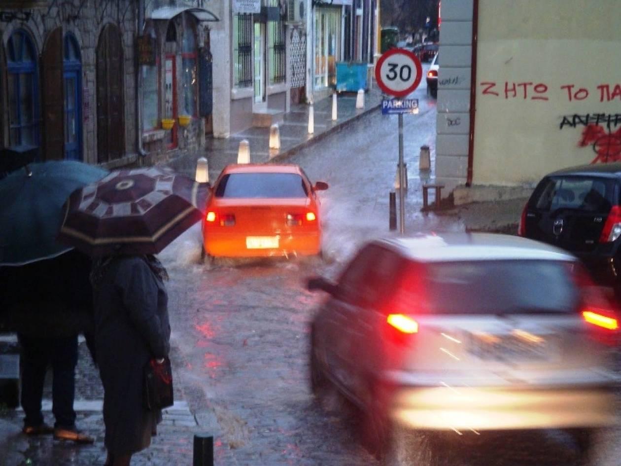 Βίντεο: Η βροχή έφερε πλημμύρες και διακοπές ρεύματος στην Ξάνθη
