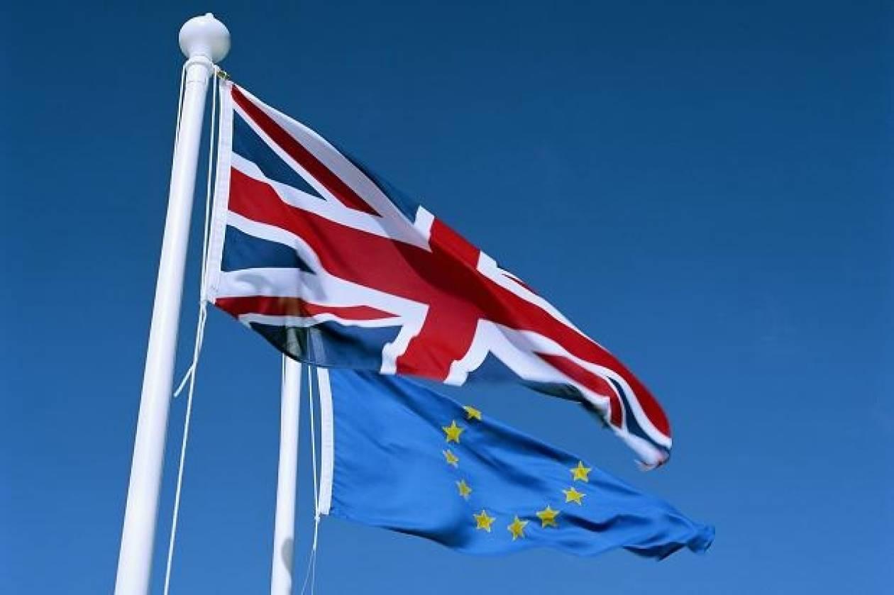 """Υπέρ της εξόδου από την Ε.Ε. θα ψήφιζαν... """"σήμερα"""" οι βρετανοί!"""