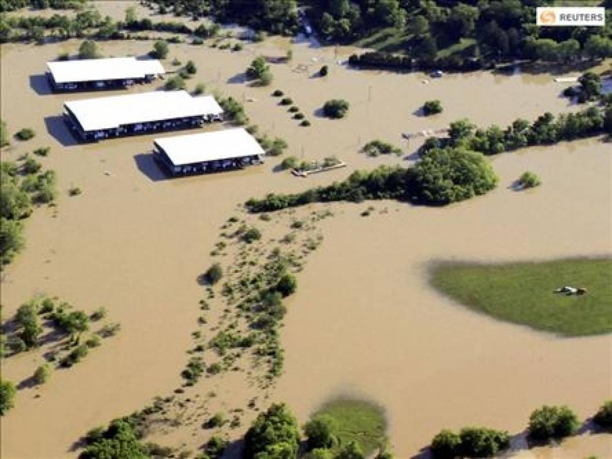 Πλημμύρες στοίχισαν τη ζωή σε 17 ανθρώπους