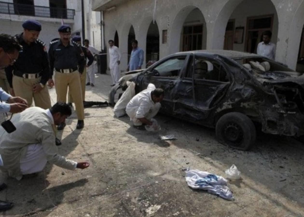 Eπιτέθηκαν και σκότωσαν πέντε άτομα σε στρατιωτική αυτοκινητοπομπή