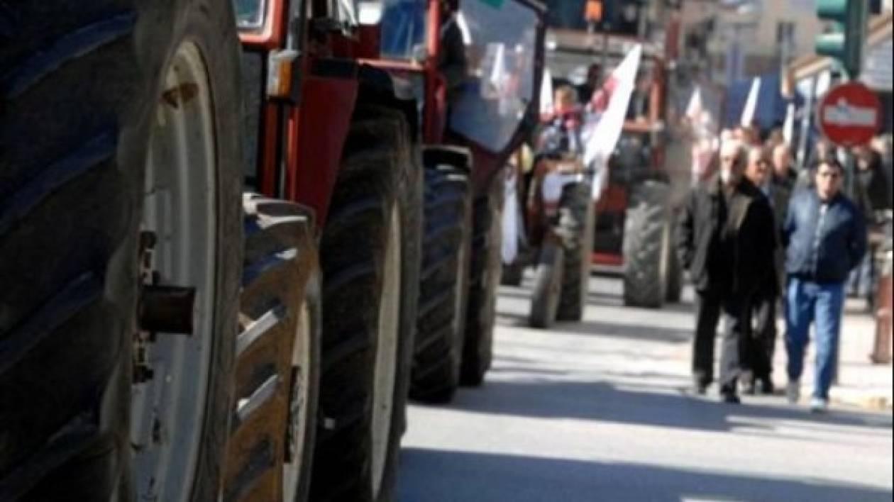 Στους δρόμους με τα τρακτέρ οι αγρότες-Κλείνουν τη Δευτέρα την Εθνική