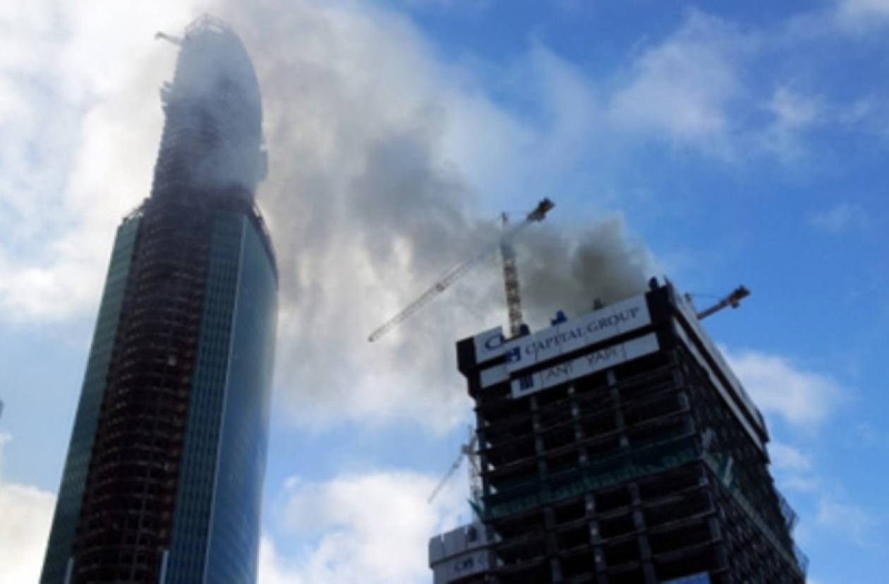 Απανθρακώθηκαν οχτώ άνθρωποι μέσα σε ουρανοξύστη
