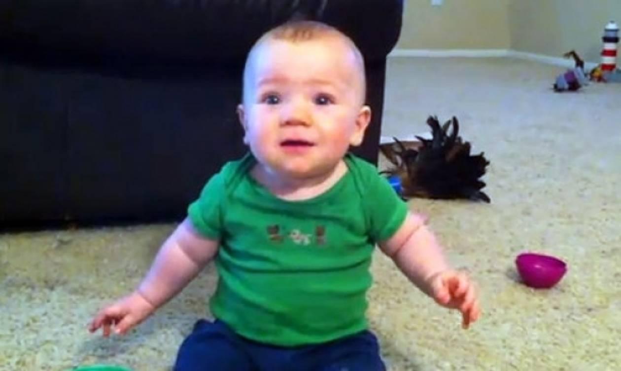 Βίντεο: «Είμαι τόσο χαρούμενος όταν έρχεται ο μπαμπάς σπίτι»