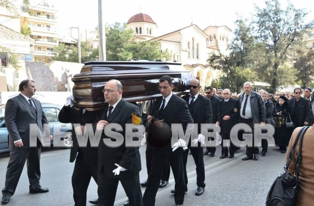Το «τελευταίο αντίο» στην Ειρήνη Κουμαριανού (pics-vid)