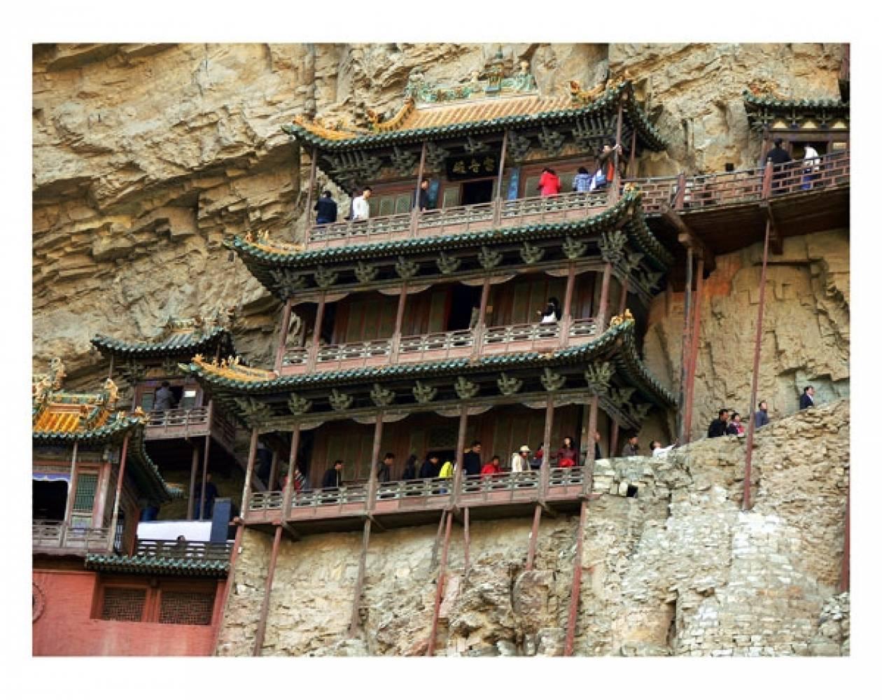Ναός κρεμασμένος από βράχια (pics)
