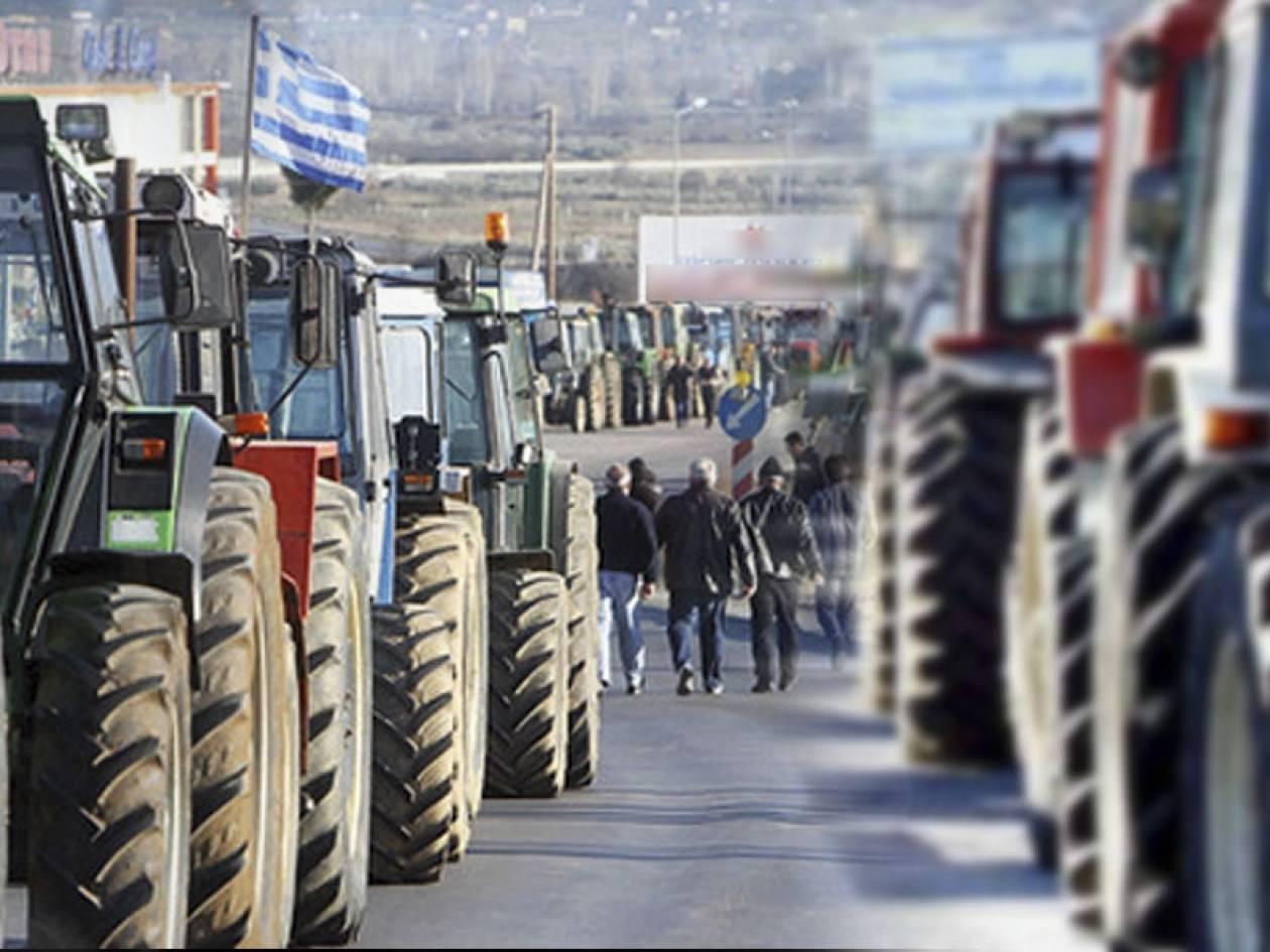 Παραμένουν στα μπλόκα οι αγρότες – Αποφασισμένοι να παραλύσουν τη χώρα