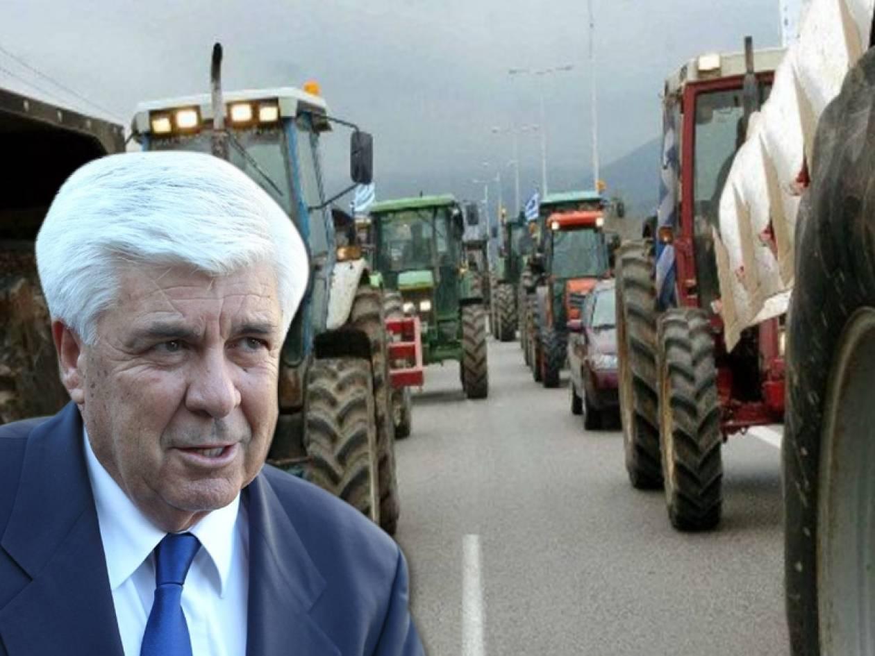 Ανυποχώρητοι οι αγρότες - Αυξάνονται τα μπλόκα σε όλη τη χώρα