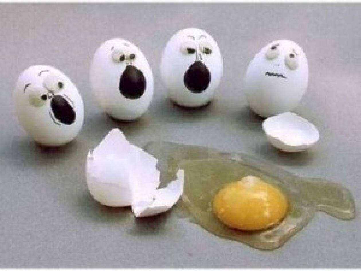Πώς να αφαιρέσετε το τσόφλι από ένα αυγό σε 4 δευτερόλεπτα