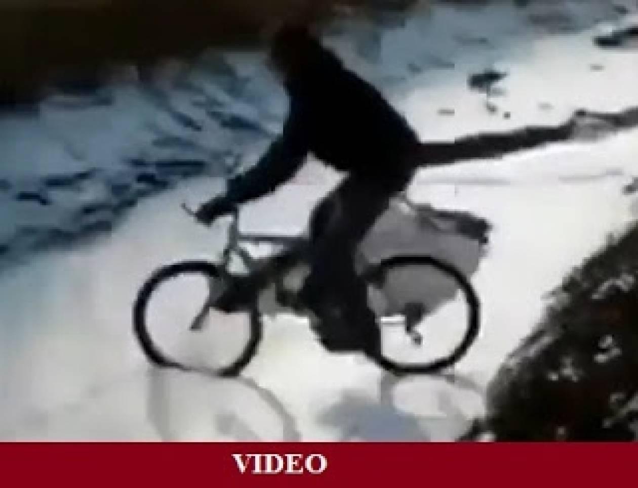Ξεκαρδιστικό βίντεο: Πώς να ΜΗΝ οδηγήσεις το ποδήλατό σου στον πάγο