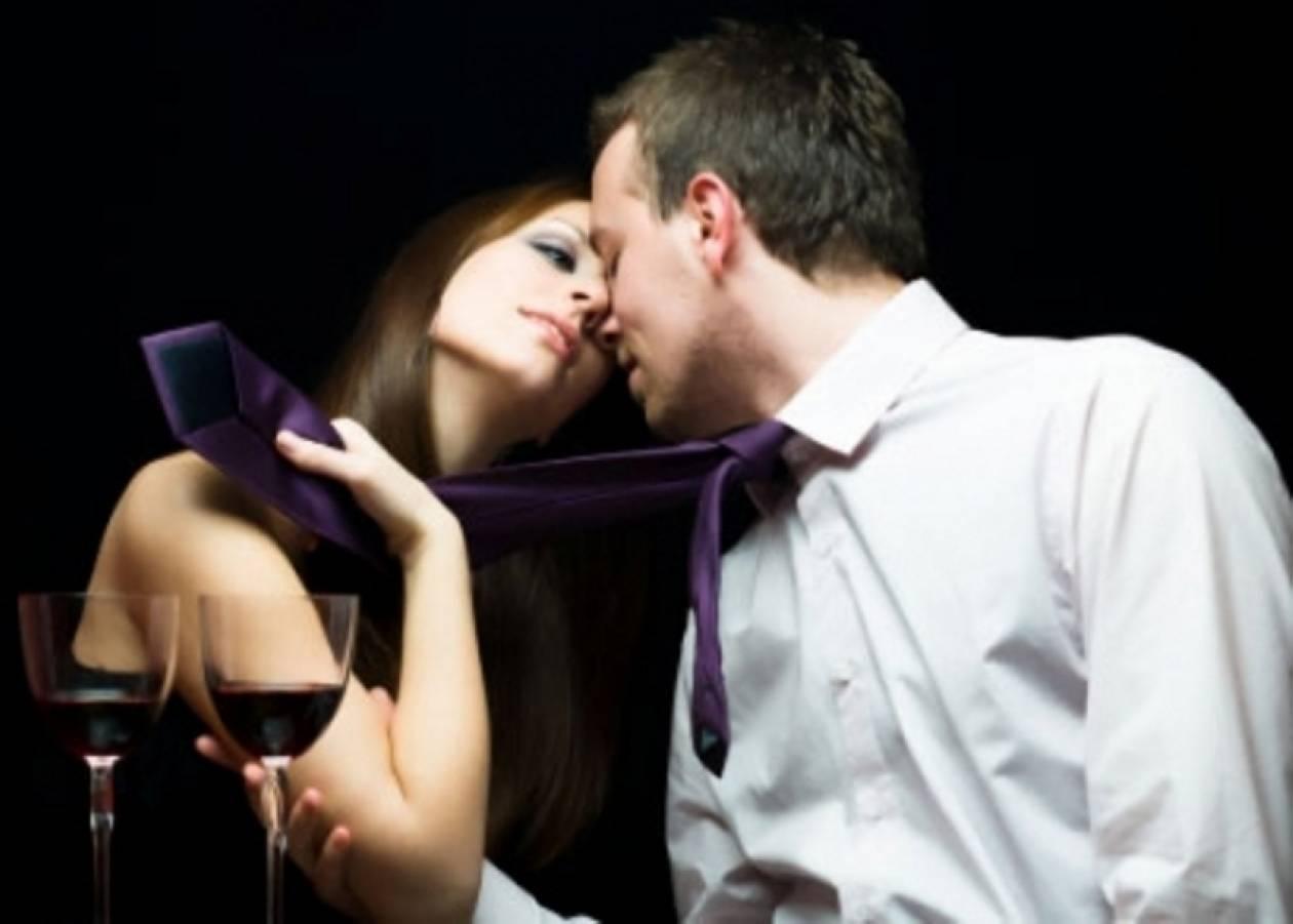 Πέντε σημάδια που δείχνουν ότι μια γυναίκα σας θέλει...