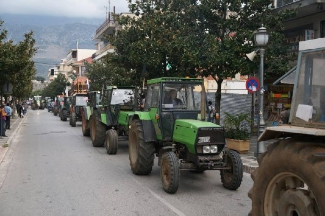 Παραμένουν στο δρόμο οι αγρότες της Αργολίδας