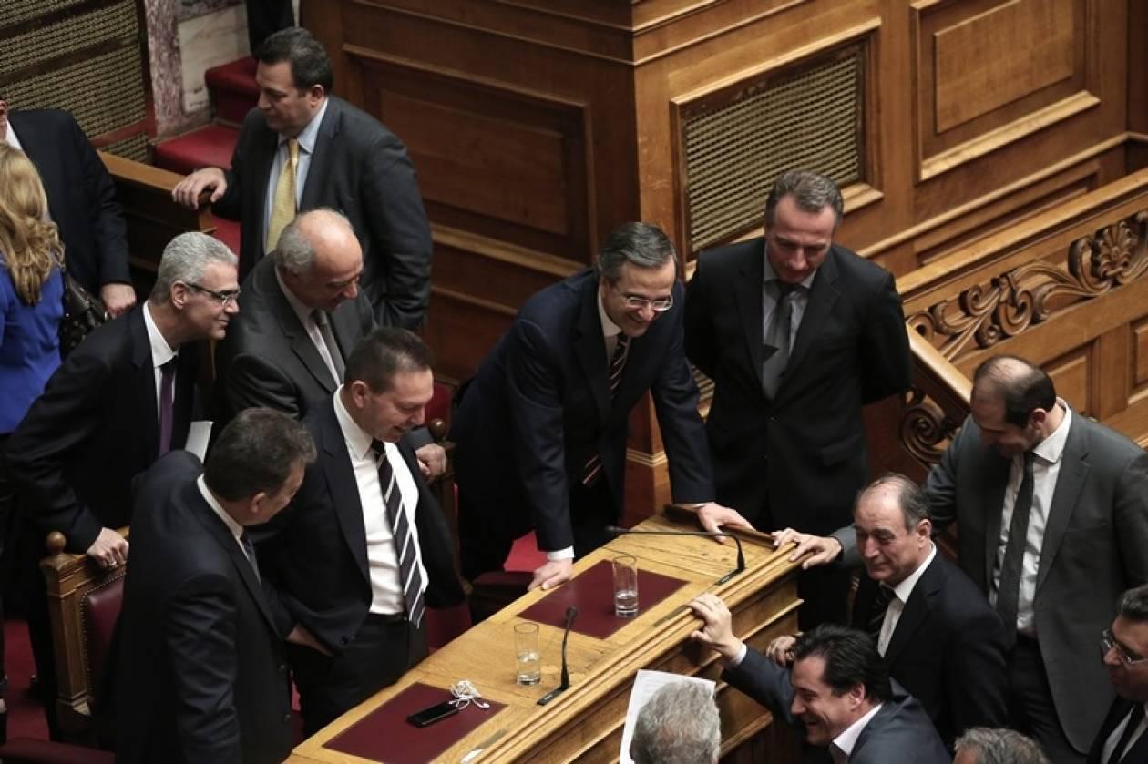 Το… «κόρτε» των υπουργών στον Σαμαρά (ΦΩΤΟ)