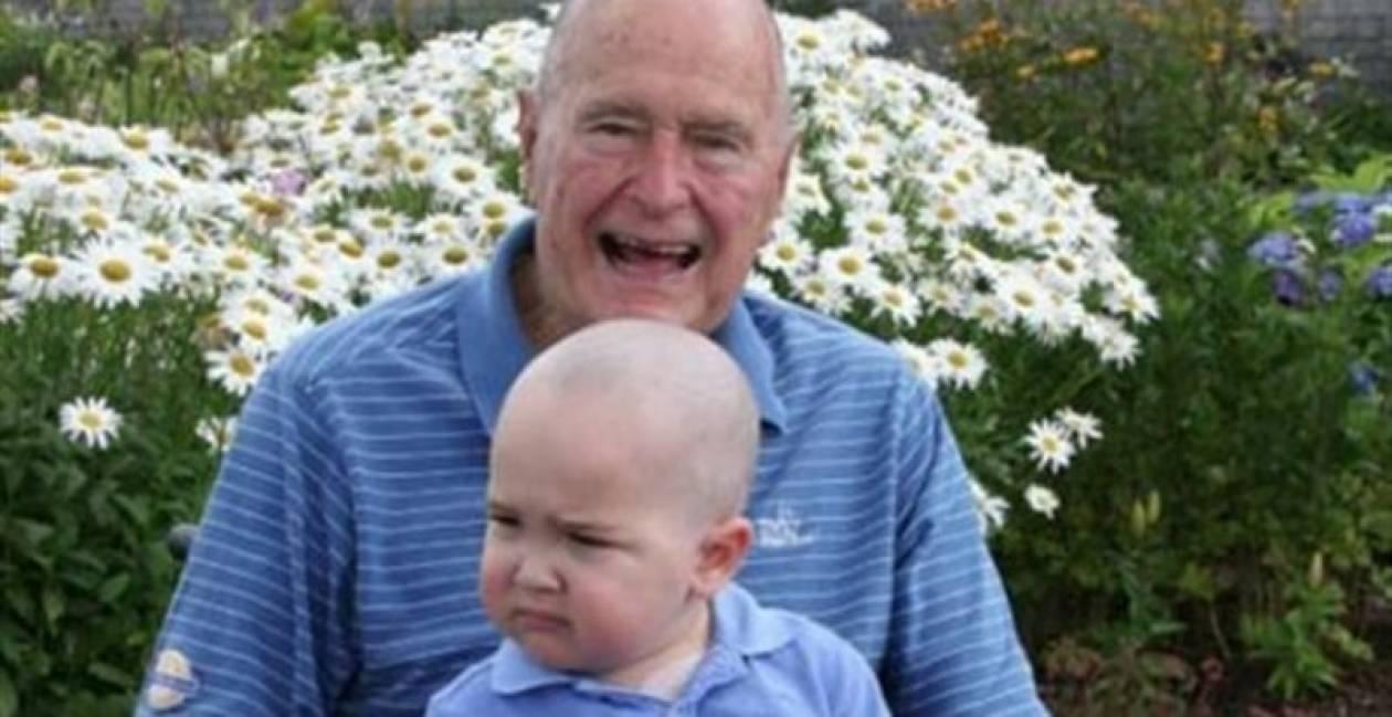 O Tζορτζ Μπους ξύρισε το κεφάλι του...