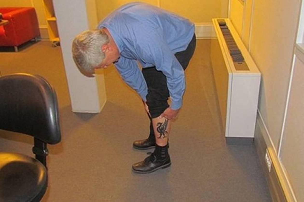 Ελεος: Σουηδός πολιτικός αντί για τατουάζ έδειξε το πέος του!
