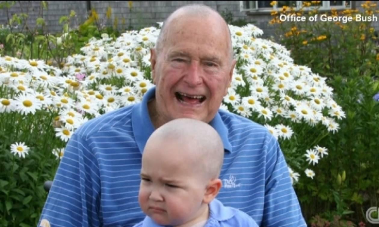 Ο Τζορτζ Μπους ο πρεσβύτερος, ξύρισε το κεφάλι του