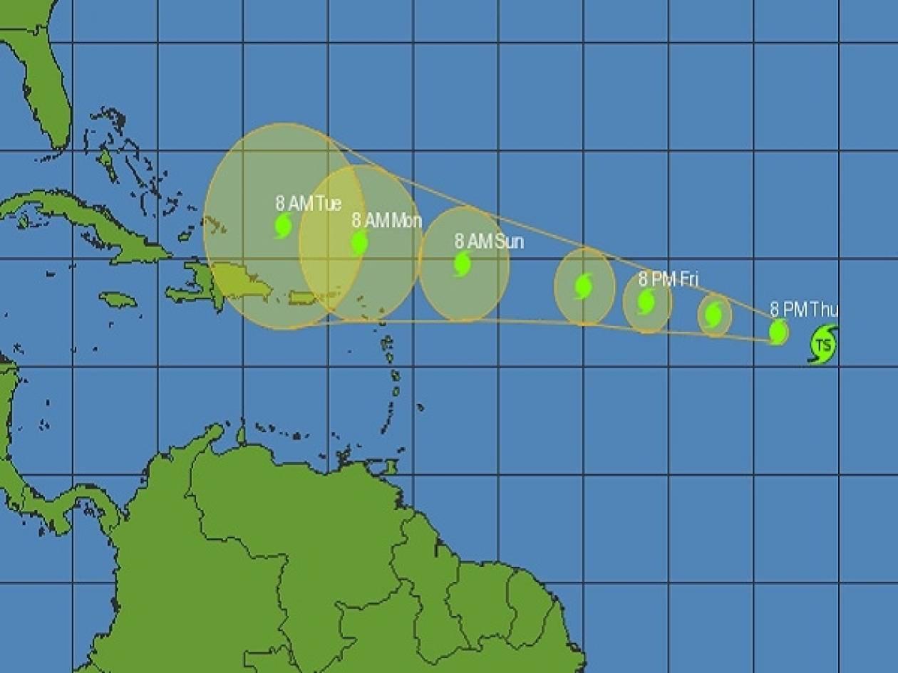 Ενισχύεται και απειλεί τις ακτές η τροπική καταιγίδα Ντόριαν