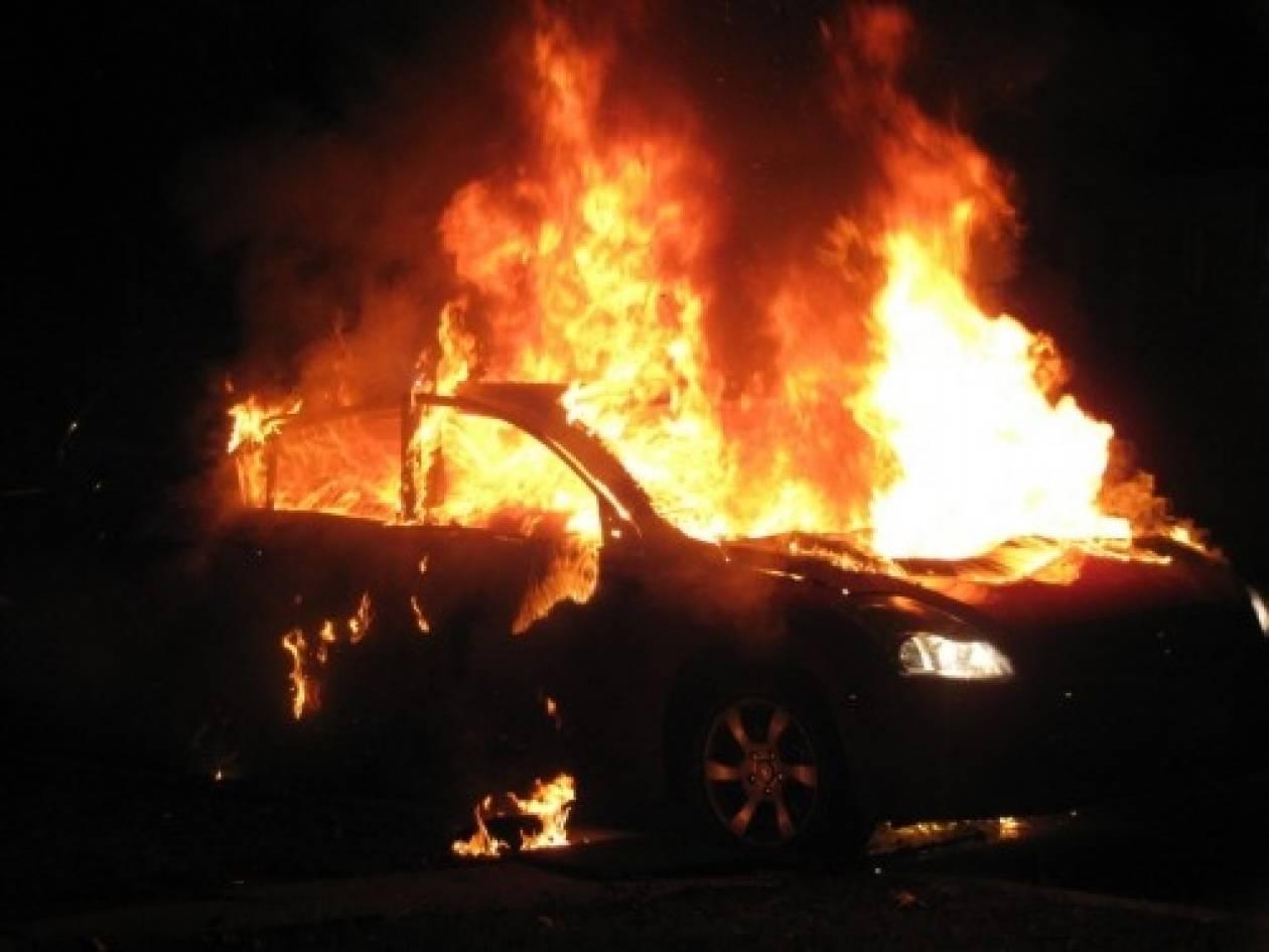 Φθιώτιδα: Λαμπάδιασε αυτοκίνητο στην εθνική οδό