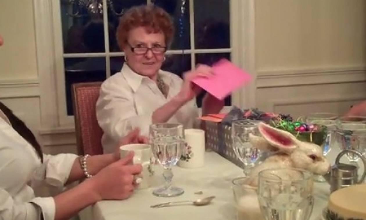 Επέλεξε τα 80α γενέθλια της γιαγιάς της για να ανακοινώσει την...