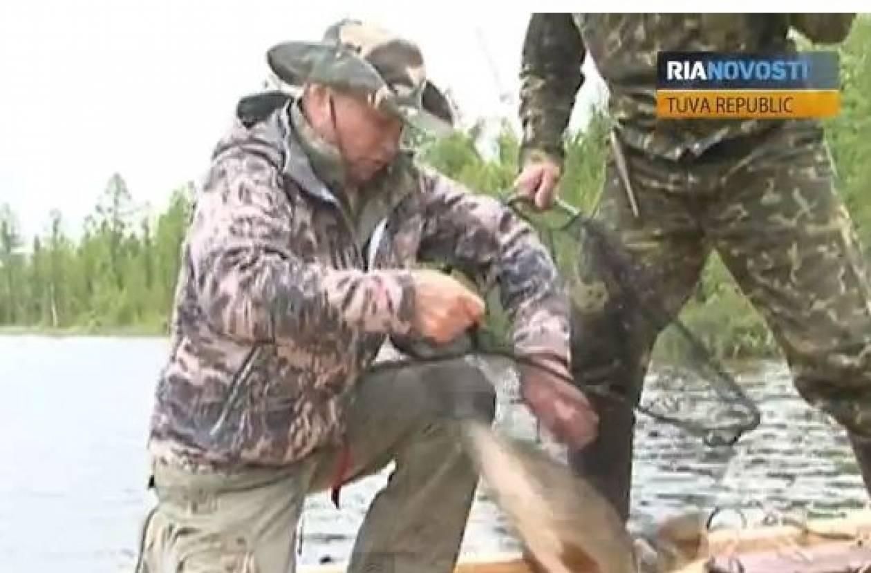 Η ψαριά του Πούτιν που κάνει το γύρο του κόσμου (βίντεο)