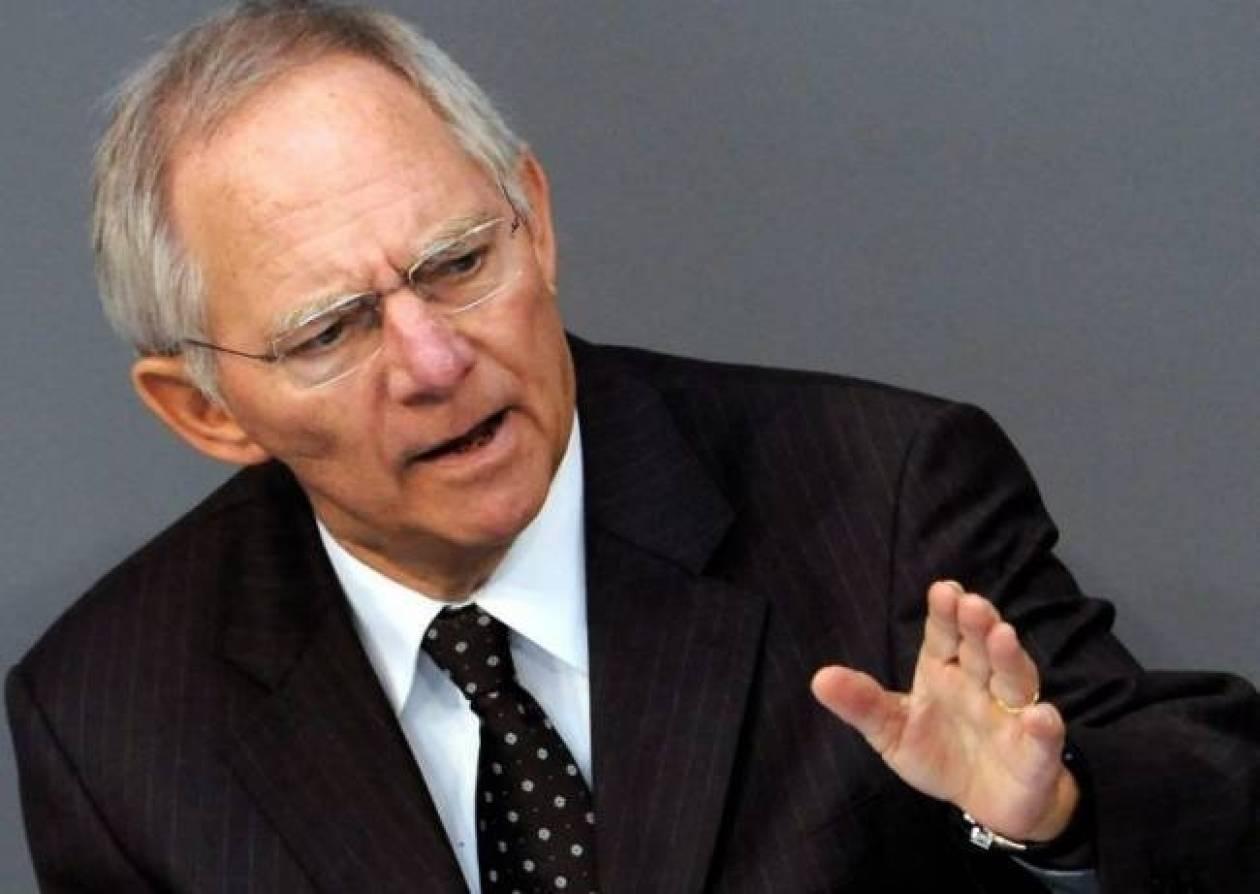 Σόιμπλε: Η Ελλάδα δεν έχει περάσει το «βουνό»