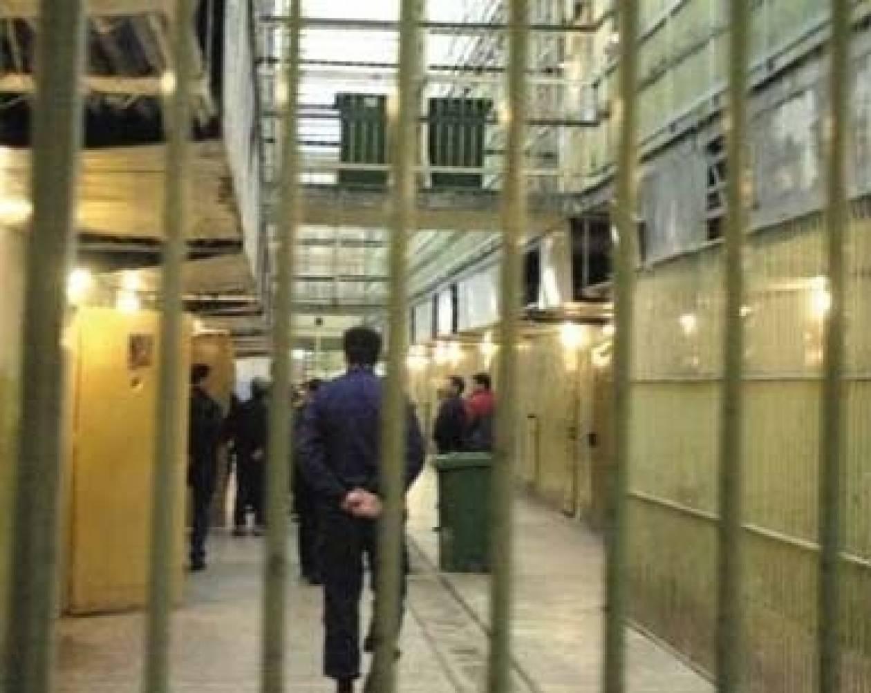 Λάρισα: Αυτοσχέδια μαχαίρια, γάντζος και σίδερα σε κελί ισοβίτη