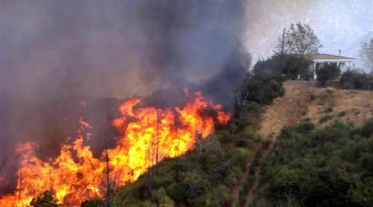 Αναζωπύρωση της πυρκαγιάς στη Μεσαρά Ηρακλείου