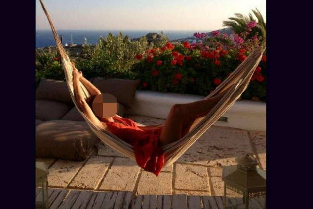Relaxing time με φόντο το Αιγαίο για την...