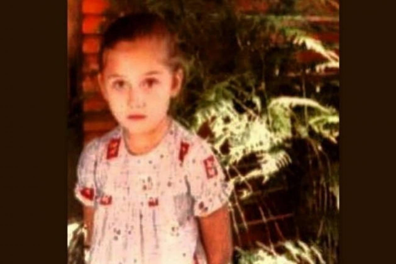 Ποια Ελληνίδα τραγουδίστρια είναι η μικρή της φωτογραφίας;