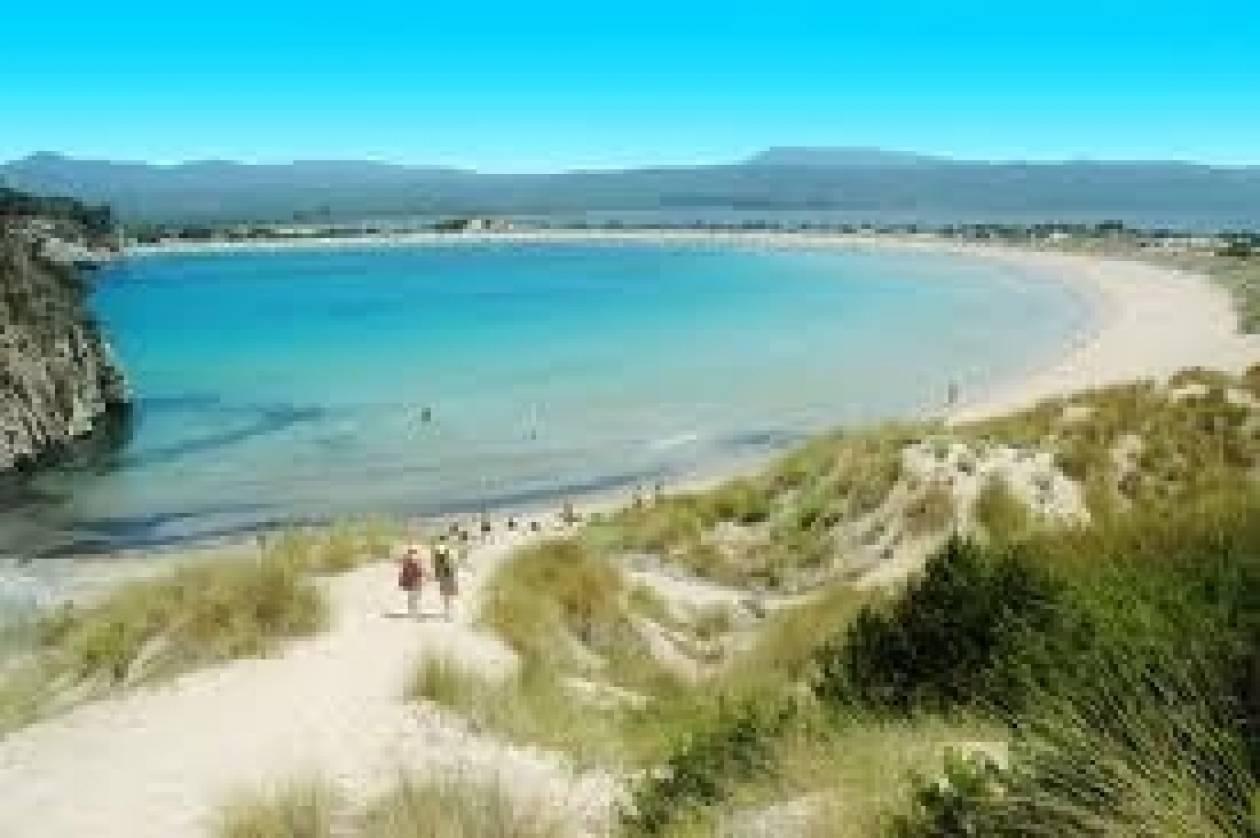 Το ΥΠΕΚΑ βραβεύει παραλίες της Πελοποννήσου