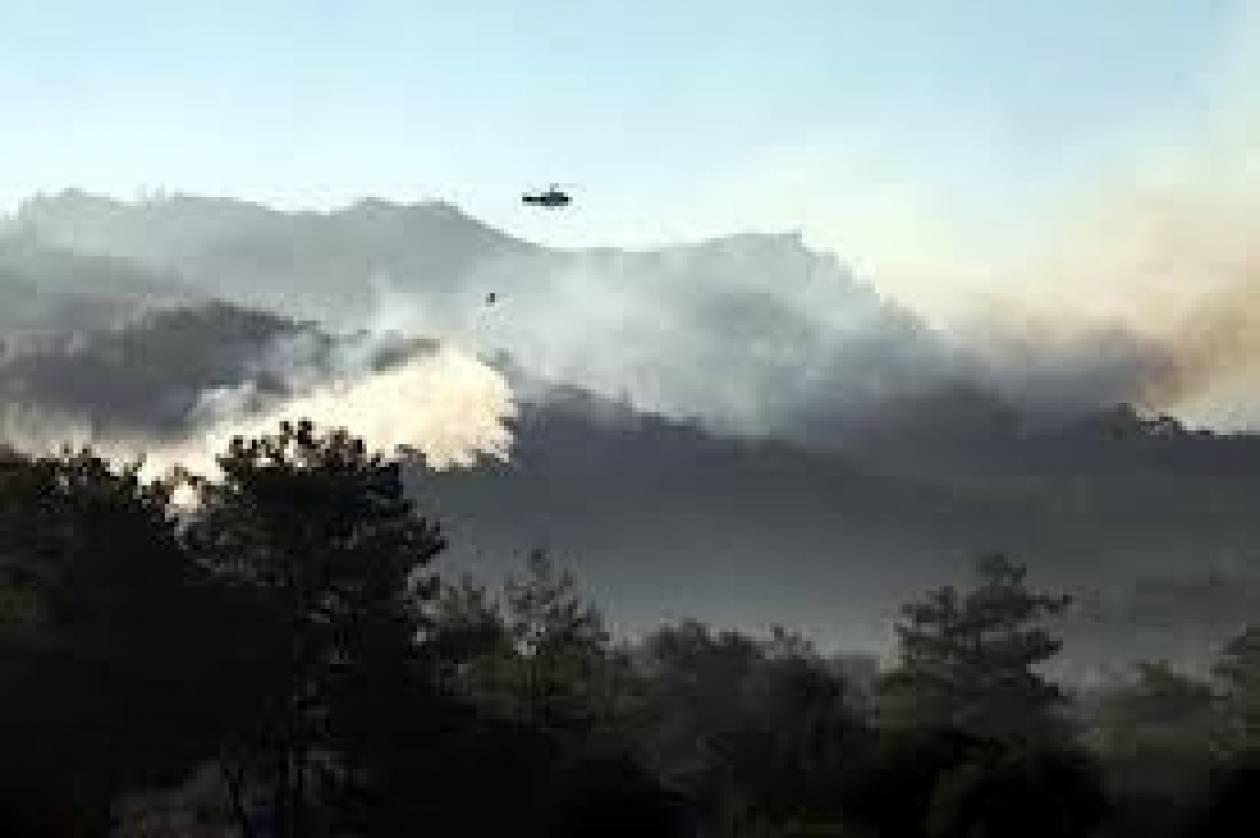 Ρόδος: Συνεχίζεται η μάχη με τις φλόγες