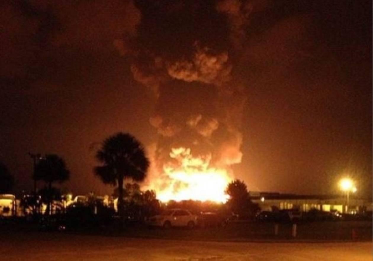 Μπαράζ εκρήξεων σε εγκαταστάσεις προπανίου στη Φλόριντα