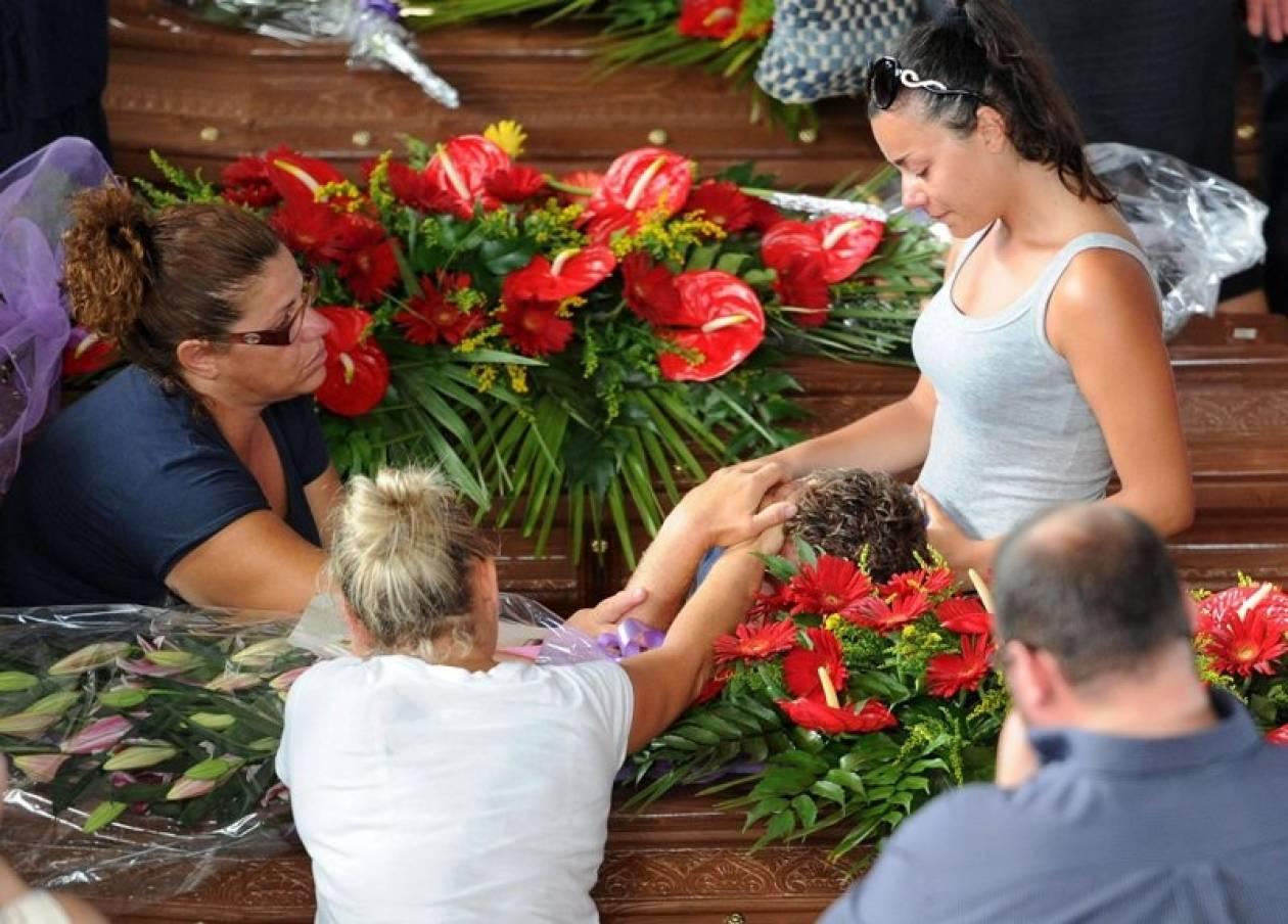 Ιταλία: Χιλιάδες άνθρωποι στην κηδεία των θυμάτων του τροχαίου