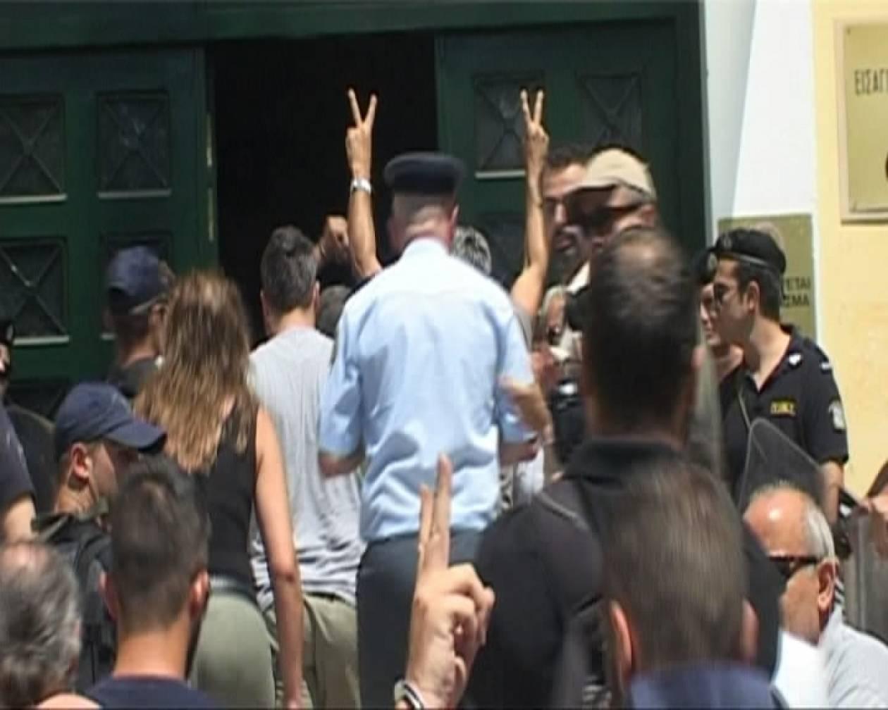 Στον εισαγγελέα οι συλληφθέντες του Υμηττού (pics+vid)