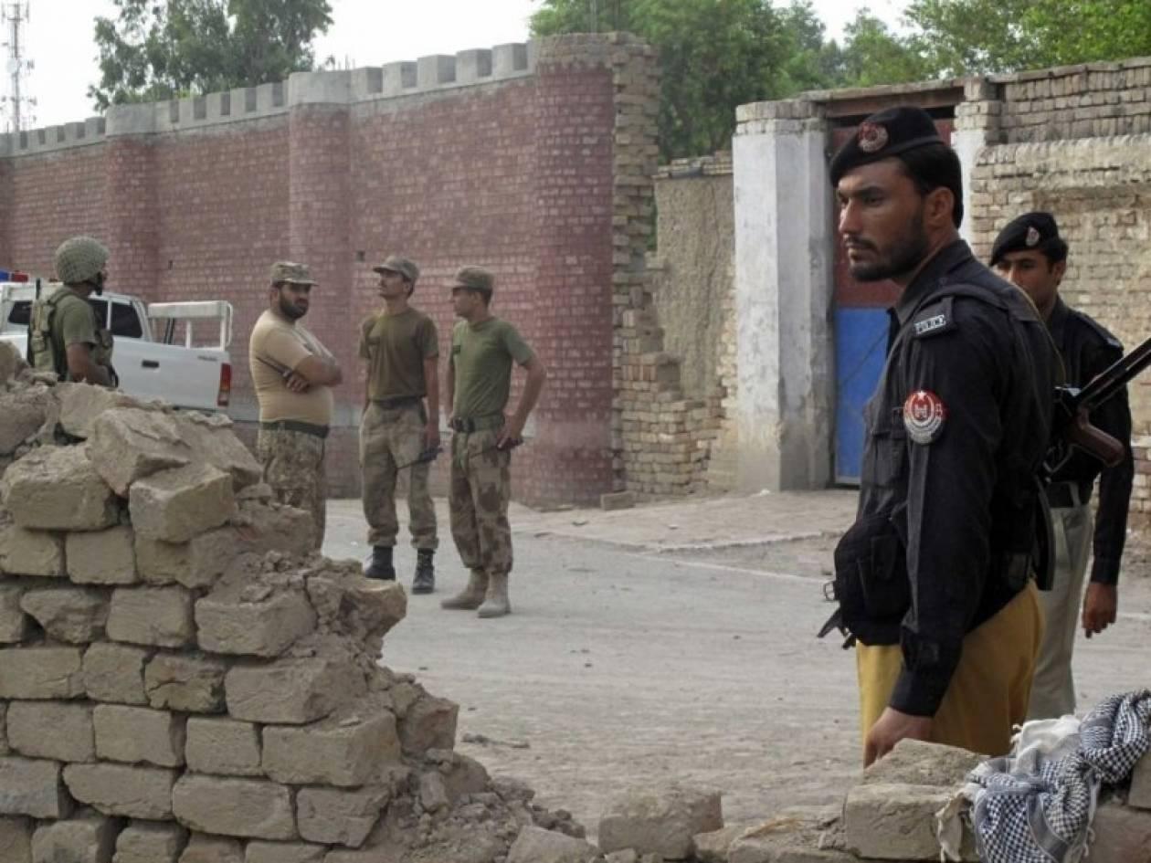 Πακιστάν: Αιματηρές συγκρούσεις ισλαμιστών και ενόπλων δυνάμεων
