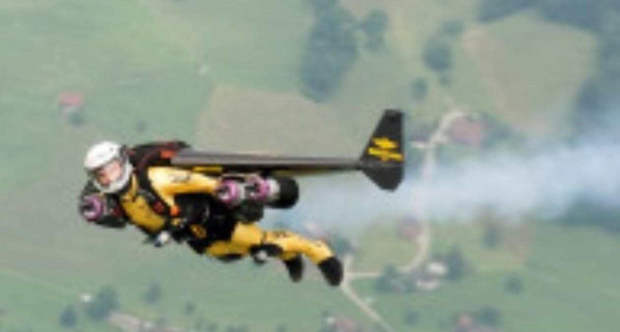 Ο Ελβετός «Jetman» ετοιμάζεται να πετάξει πάνω από την Αμερική