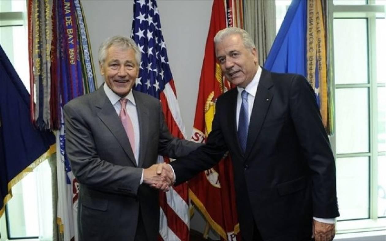 Σε «οδικό χάρτη αμυντικής συνεργασίας» συμφώνησαν Αβραμόπουλος-Χέιγκελ