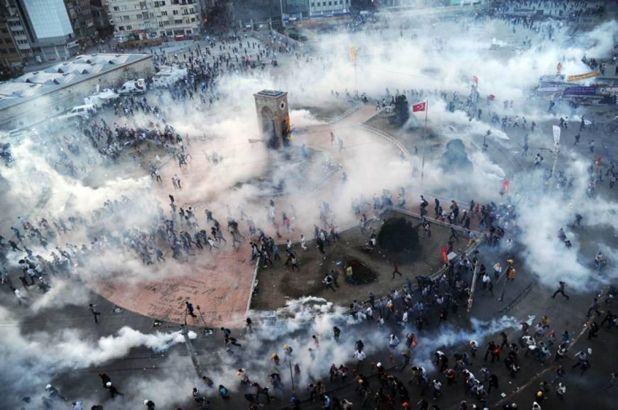 Αντικυβερνητικές διαδηλώσεις με... δακρυγόνα στη Τουρκία