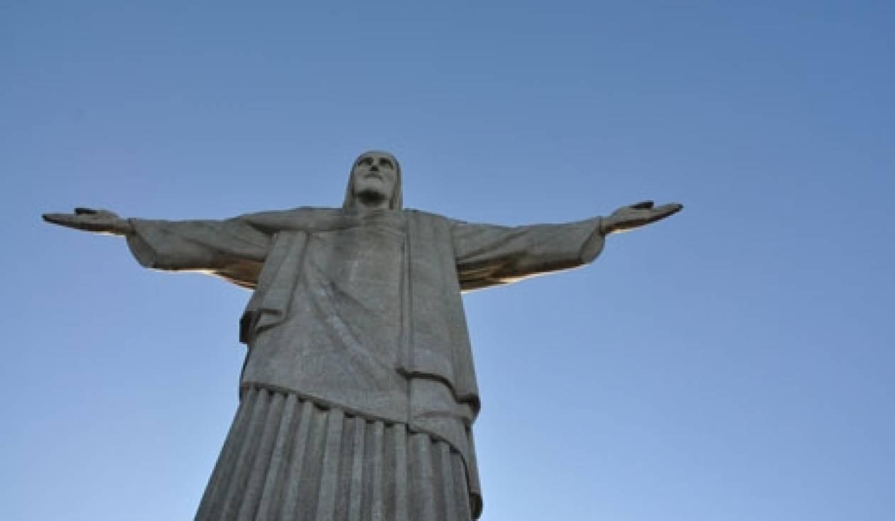 Χριστιανοί εγκατέστησαν άγαλμα του Χριστού στη Συρία
