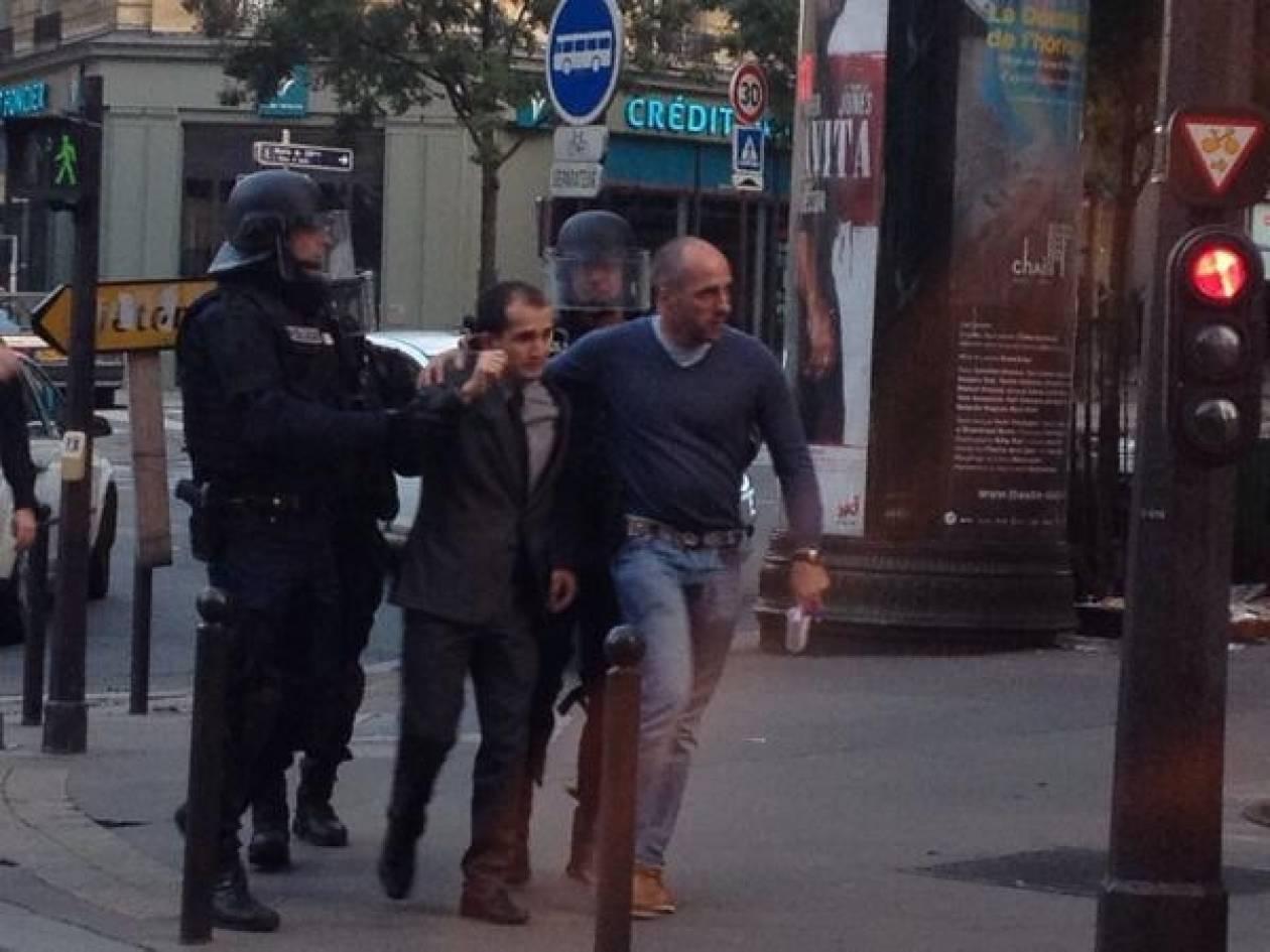 Στέγη για τον γιο του ζητά ο άνδρας που κρατά όμηρο στο Παρίσι