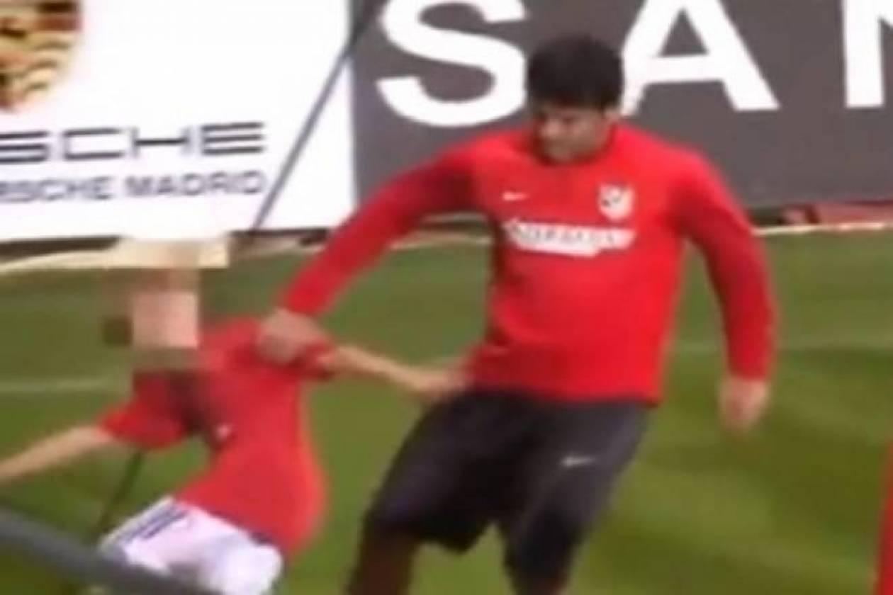 «Πλακώθηκε» με παιδί ο Ντιέγκο Κόστα (video)