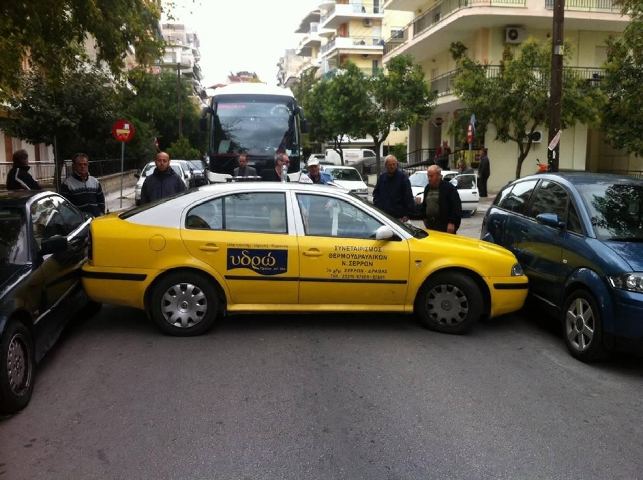 Το απίστευτο παρκάρισμα του ταξιτζή! (pic)