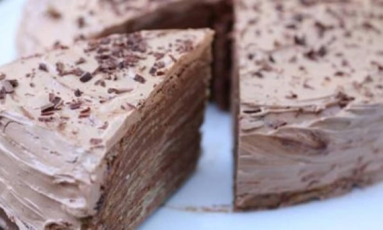 Συνταγή για πανεύκολη τούρτα από κρέπες και κρέμα σοκολάτας!
