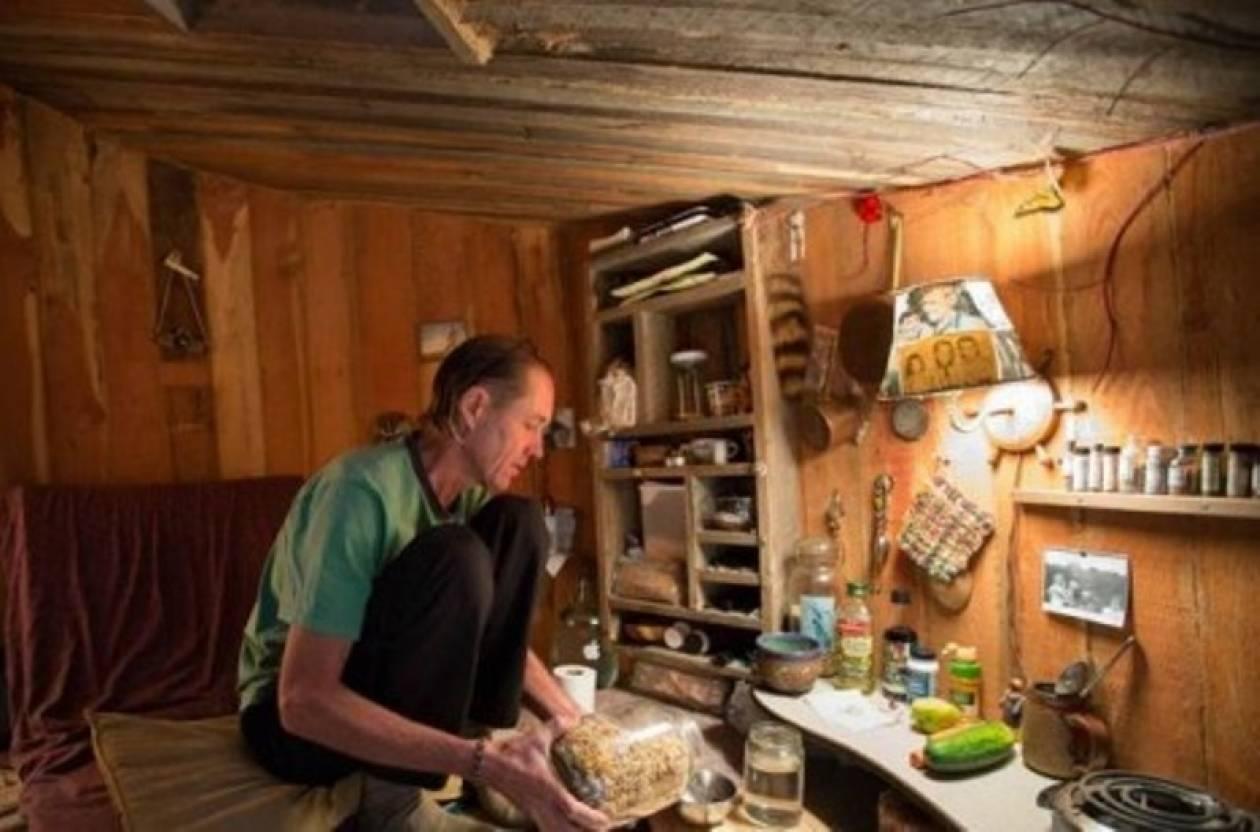 Άντρας ζει τα τελευταία 20 χρόνια σε μία υπόγεια τρύπα! (pics+vid)