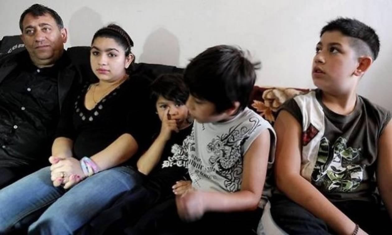 Eπίθεση στην οικογένεια της 15χρονης Ρομά που απελάθηκε από τη Γαλλία
