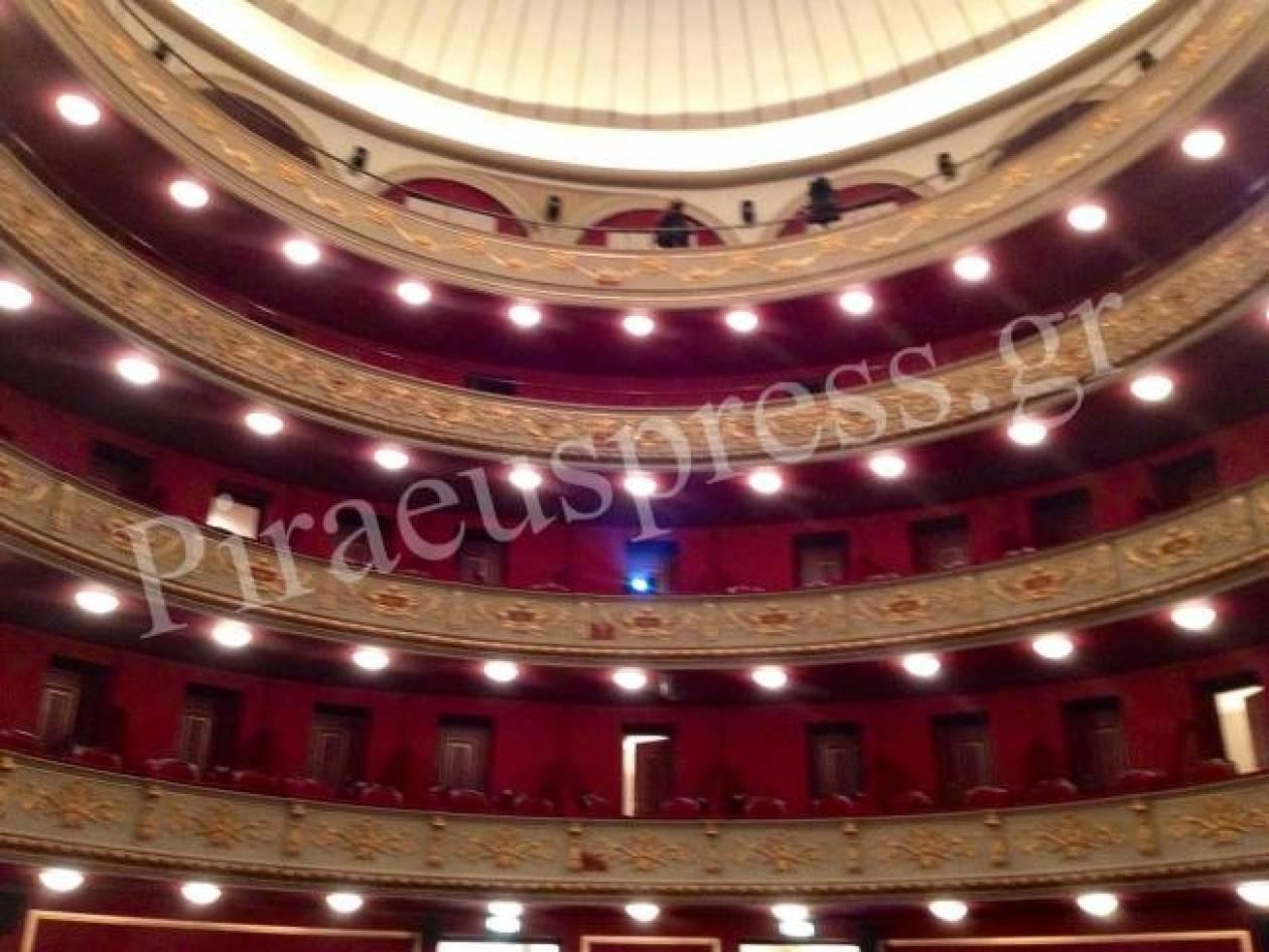 Εγκαίνια για το Δημοτικό Θέατρο Πειραιά παρουσία Παπούλια και Σαμαρά