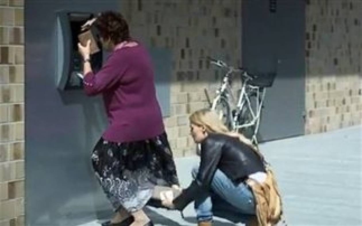 Mια ξανθιά έχει πάντα τη λύση - Δείτε τι της έκανε! (vid)